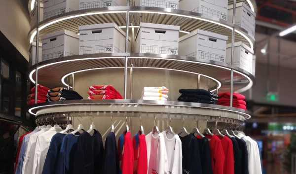 fashion display conveyor
